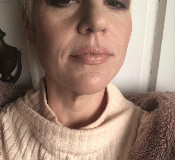 Matte Revolution Lipstick – Pillow Talk