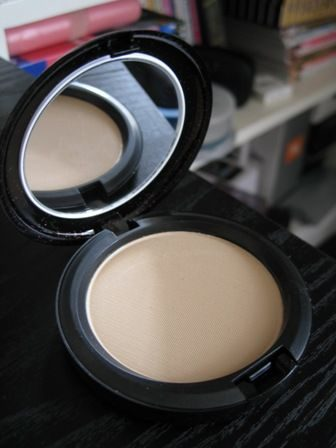 Blot Powder – Medium/Dark