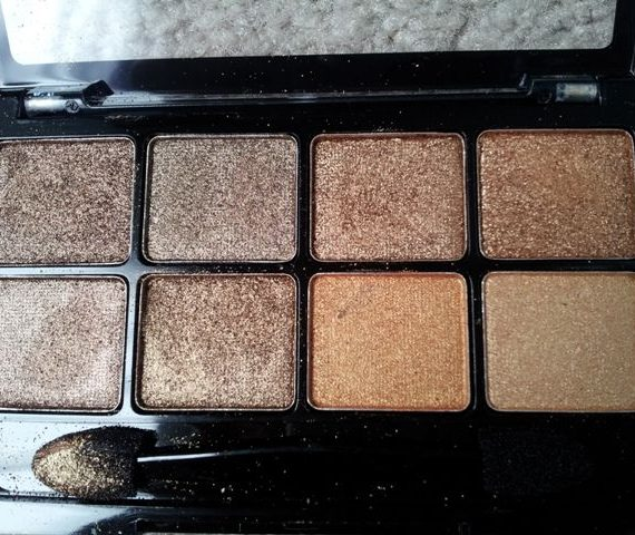BYS Eyeshadow compacts