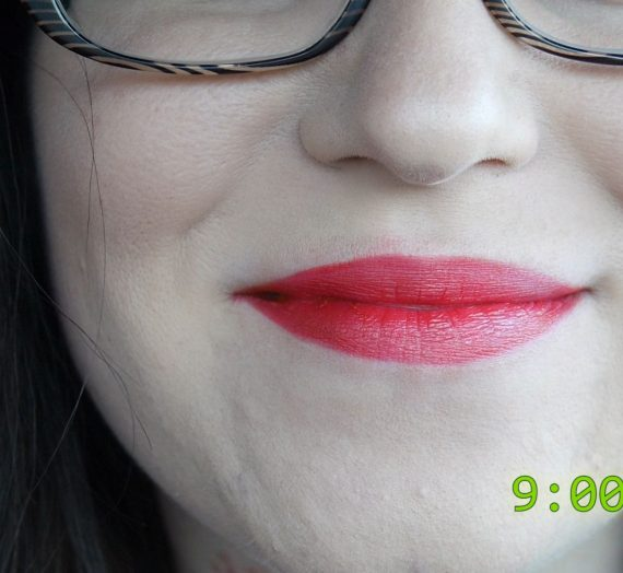 Enchanting Lipstick in Besame Red
