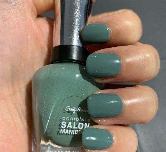 Complete Salon Manicure – Moss Definitely