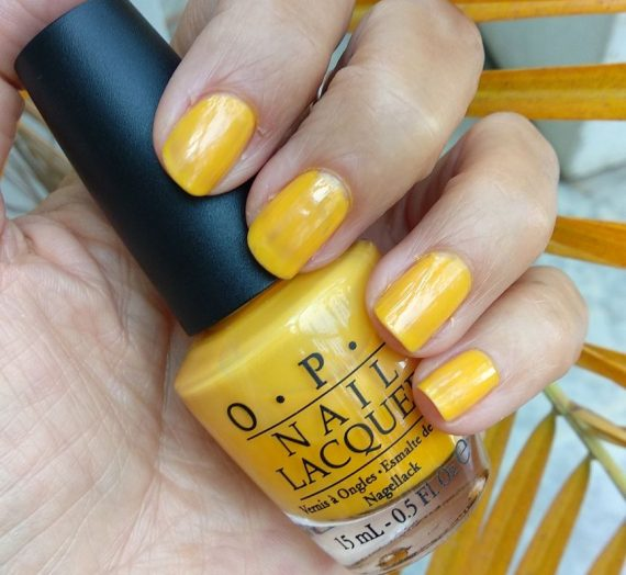 """Nail Lacquer – The """"It"""" Color"""