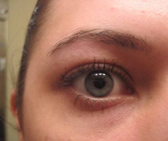 Exact Eyelights Mascara in Black Ruby for Green Eyes