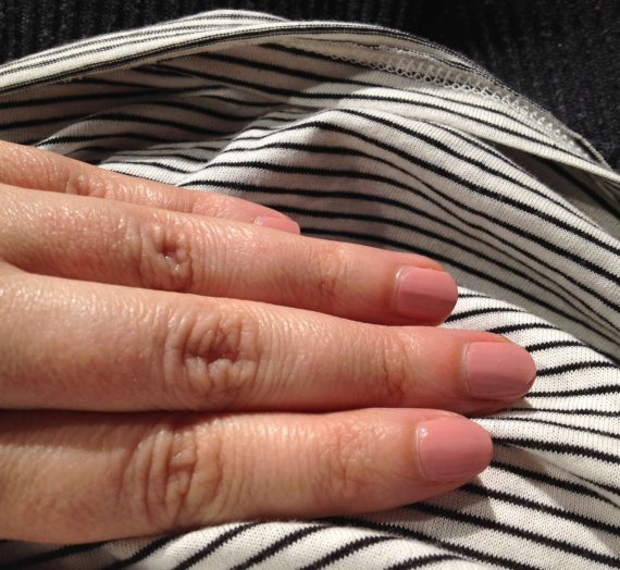 Complete Salon Manicure – Pink pong