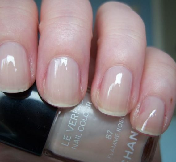 Le Vernis nail colour in flamme rose