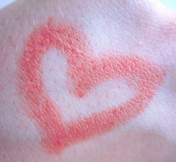 Pure colour lipstick in Coral Rose
