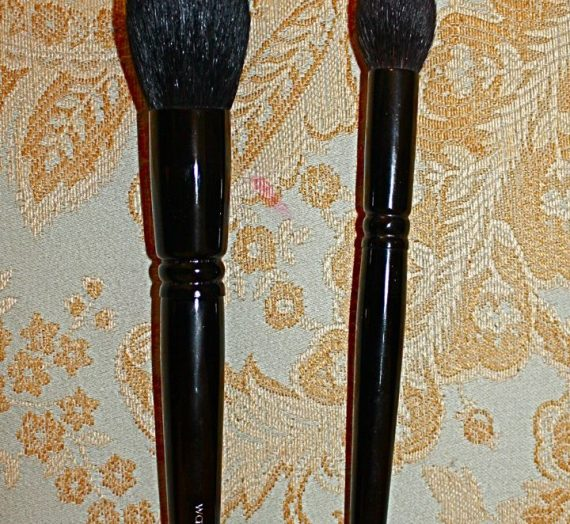 The Holiday Brush (Limited Edition)