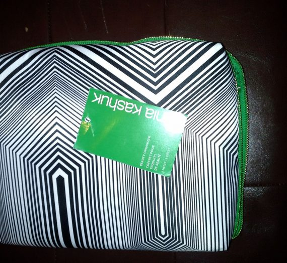 Geometric beauty organizer (cosmetic bag)