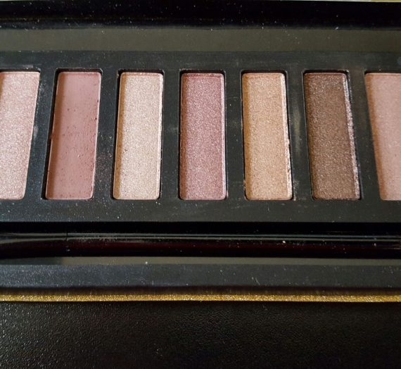 Yurily – 12 Color Eyeshadow Palette